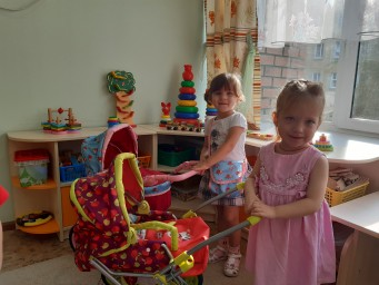Зорина Диана и Мартынюк Вика